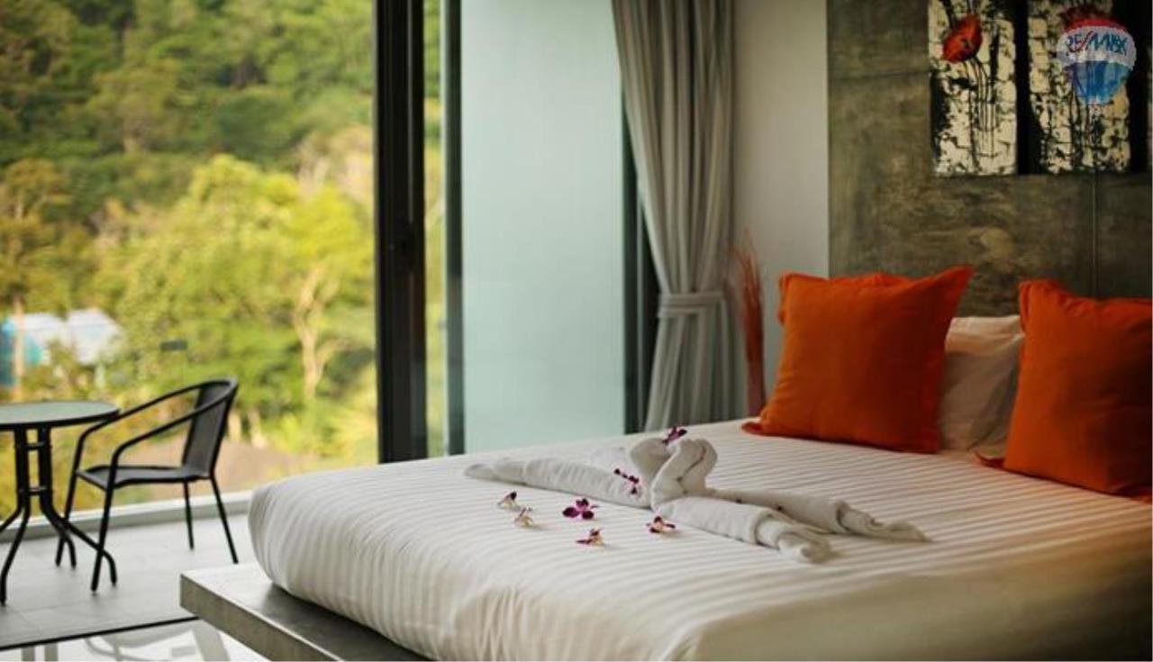 RE/MAX Top Properties Agency's 9 Bedrooms Villa with Sea View in Bangtao 6