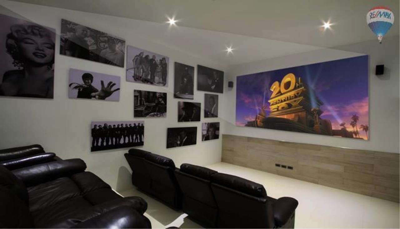 RE/MAX Top Properties Agency's 9 Bedrooms Villa with Sea View in Bangtao 8