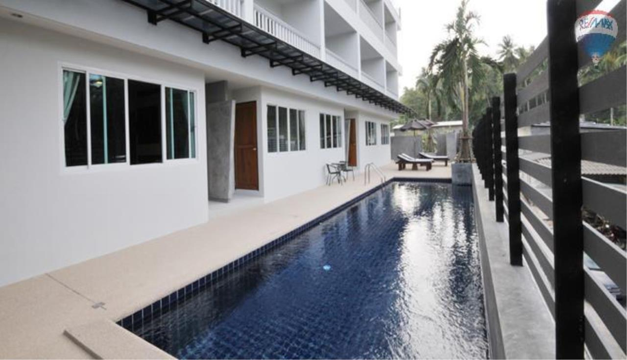 RE/MAX Top Properties Agency's 2 Bedroom penthouse with a sea view In Surin 3