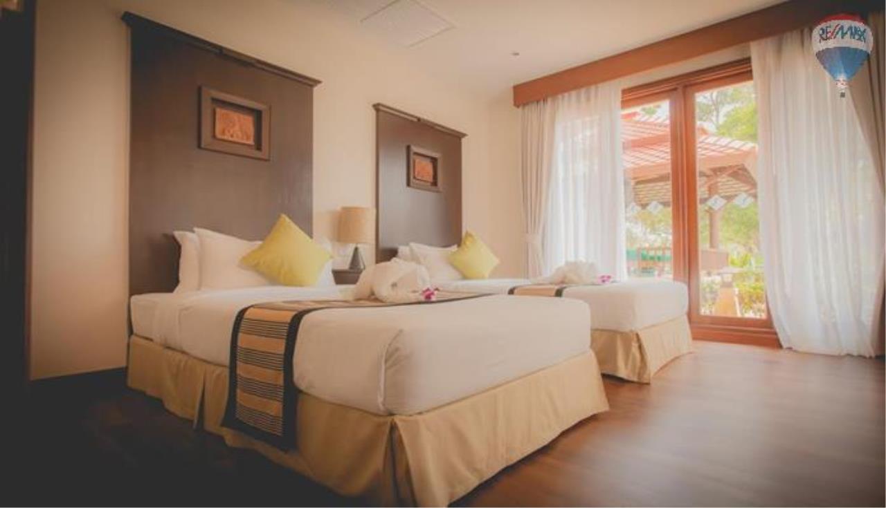 RE/MAX Top Properties Agency's Four Bedrooms Villa In Laguna 2