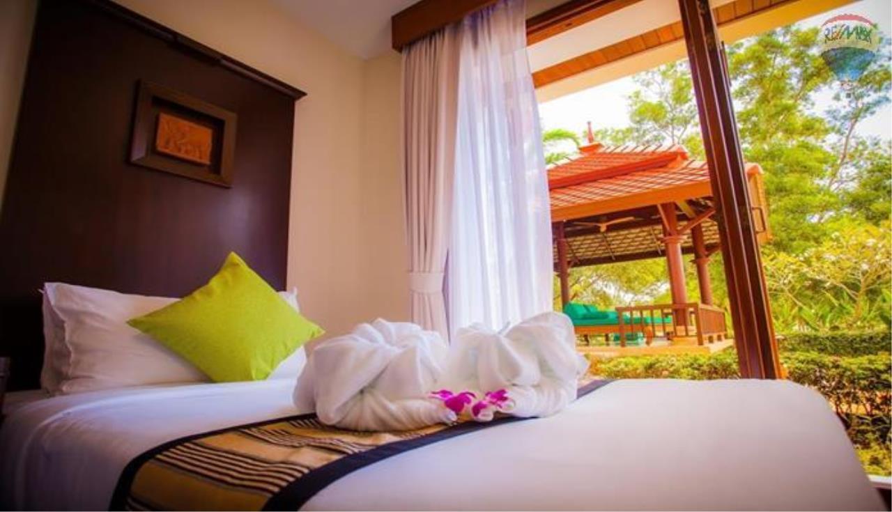 RE/MAX Top Properties Agency's Four Bedrooms Villa In Laguna 4