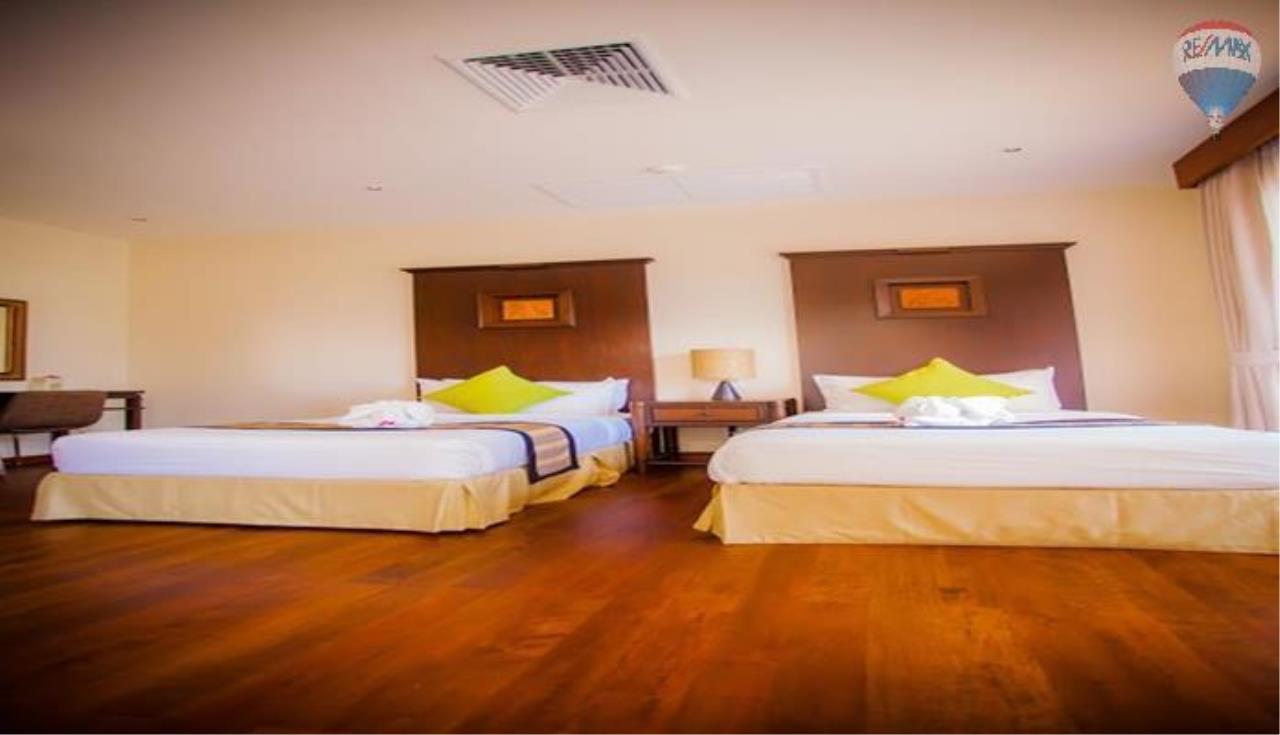 RE/MAX Top Properties Agency's Four Bedrooms Villa In Laguna 5