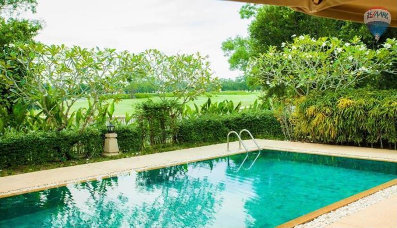 RE/MAX Top Properties Agency's Four Bedrooms Villa In Laguna 8