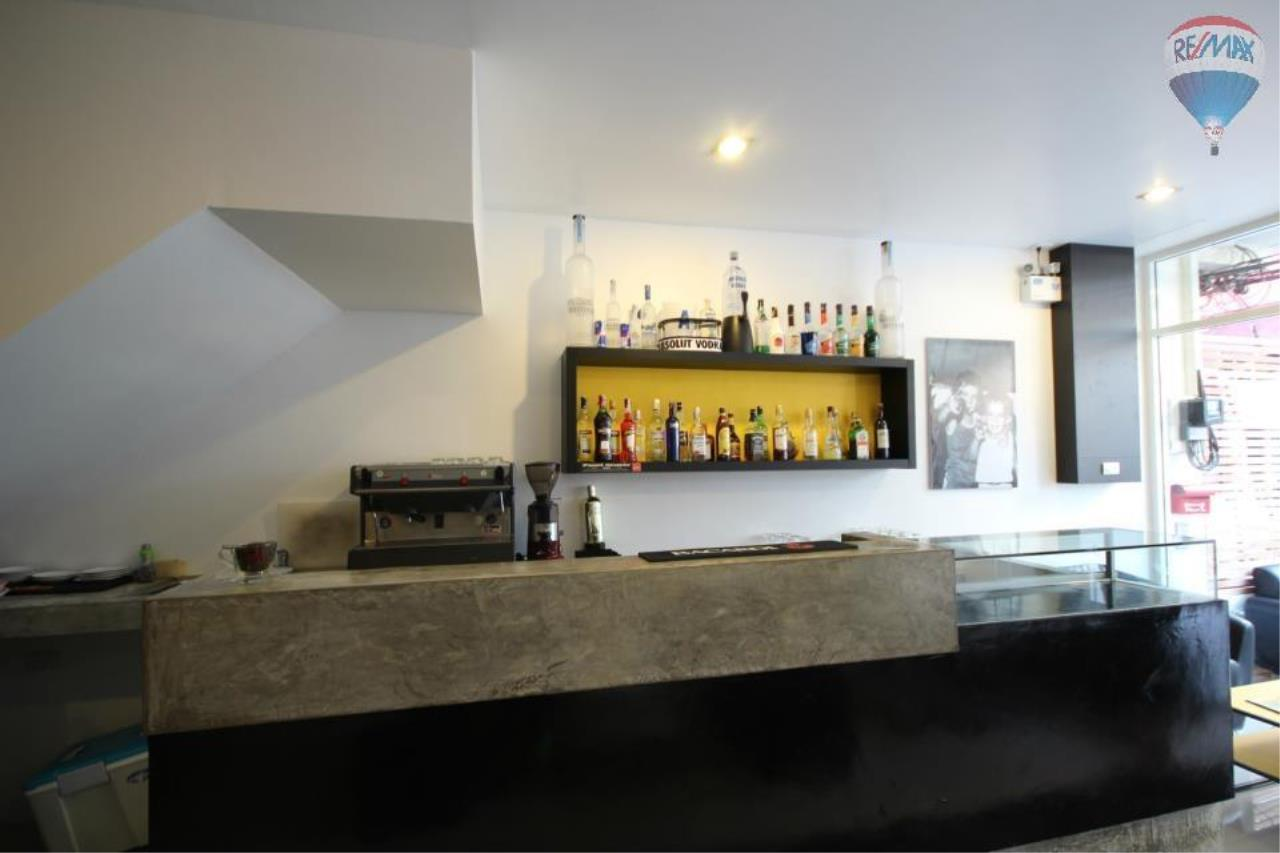 RE/MAX Top Properties Agency's Guest House with Bar Lounge 4