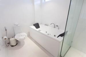 RE/MAX Top Properties Agency's PHUKET,KARON BEACH,CONDO 3 BEDROOMS,FOR SALE 28