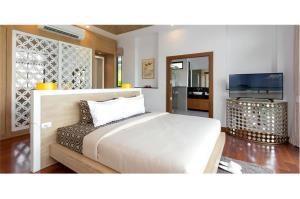 RE/MAX Top Properties Agency's PHUKET,LAGUNA BEACH,POOL VILLA 4 BEDROOS,FOR SALE 15