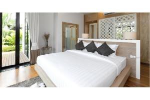 RE/MAX Top Properties Agency's PHUKET,LAGUNA BEACH,POOL VILLA 4 BEDROOS,FOR SALE 5