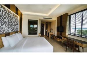 RE/MAX Top Properties Agency's PHUKET,RAWAI BEACH,CONDO 3 BEDROOMS,FOR RENT 21