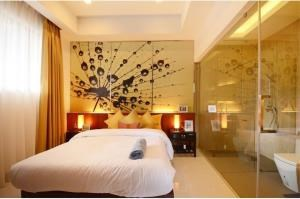 RE/MAX Top Properties Agency's PHUKET,RAWAI BEACH,CONDO 3 BEDROOMS,FOR RENT 3