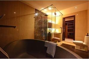 RE/MAX Top Properties Agency's PHUKET,RAWAI BEACH,CONDO 3 BEDROOMS,FOR RENT 11