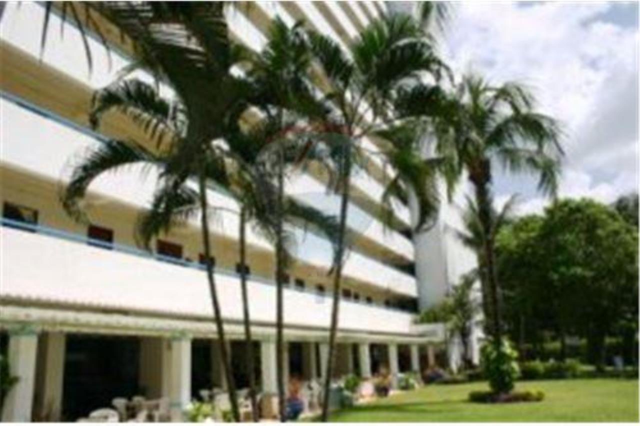 RE/MAX Top Properties Agency's Phuket,Patong Beach,Studio Condo 54 sqm for Rent 2