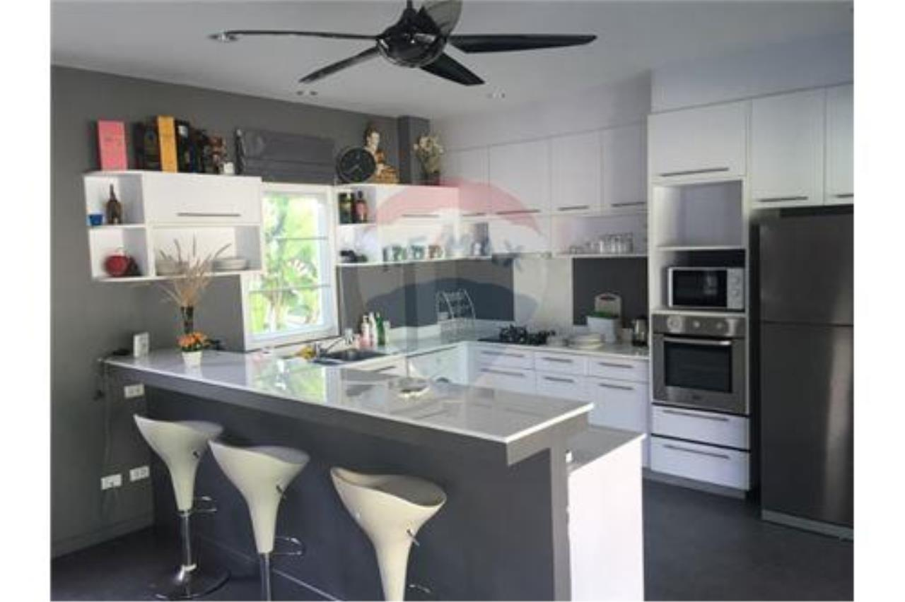 RE/MAX Top Properties Agency's Phuket, Rawai, Pool Villa 4 Bedrooms for Rent 8