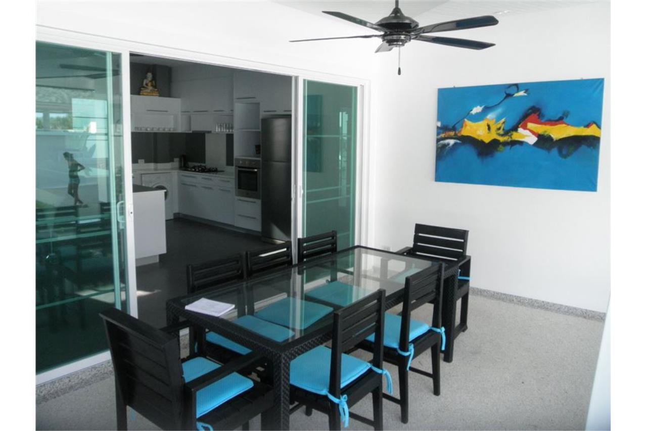 RE/MAX Top Properties Agency's Phuket, Rawai, Pool Villa 4 Bedrooms for Rent 5