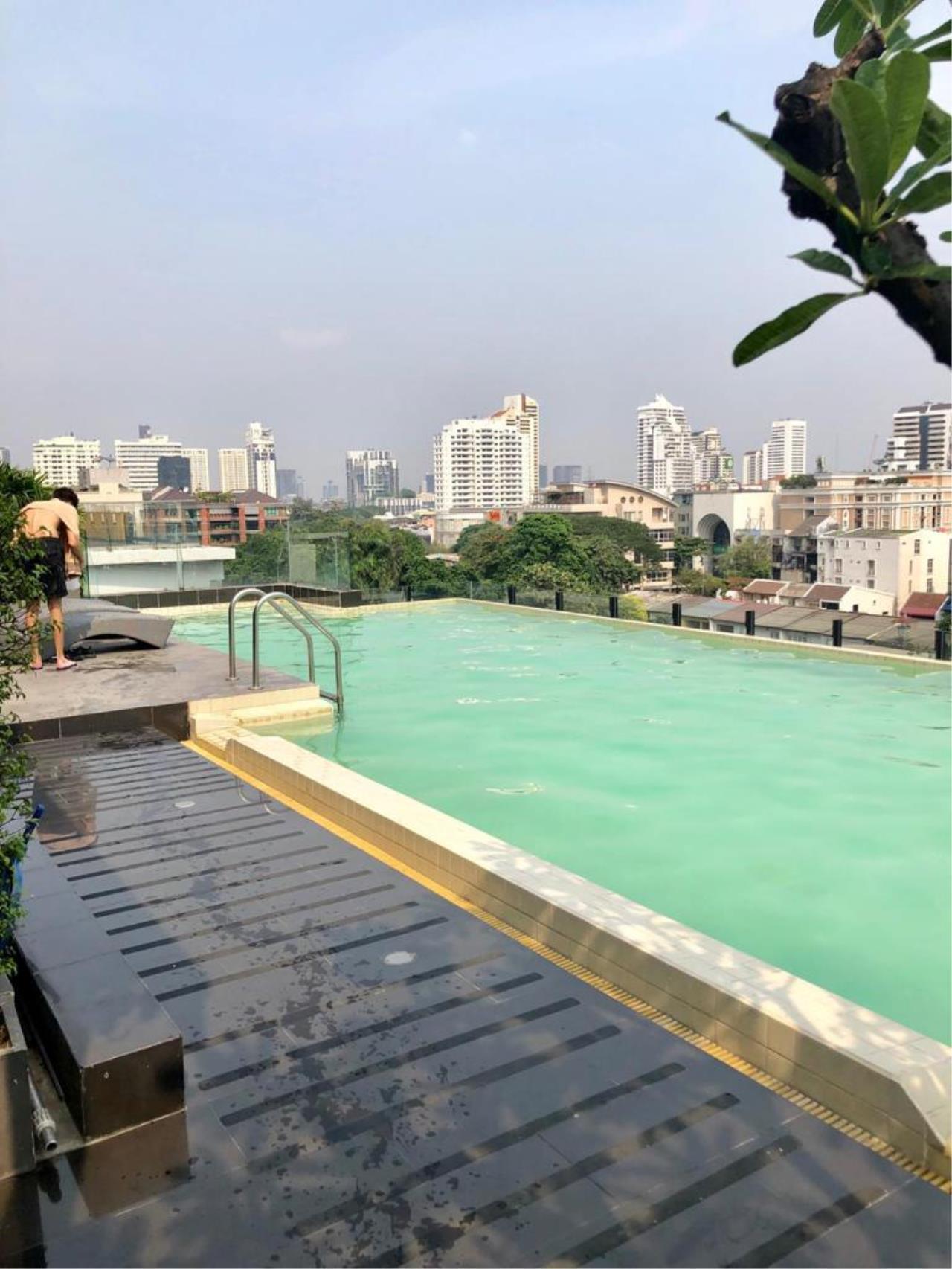 Bangkok Living Home Agency's SOCIO REFERENCE 61 9