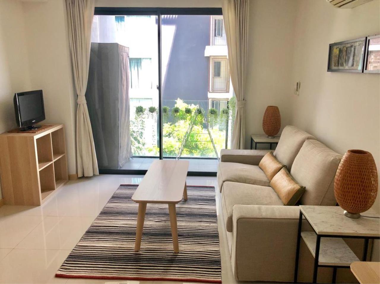 Bangkok Living Home Agency's SOCIO REFERENCE 61 15