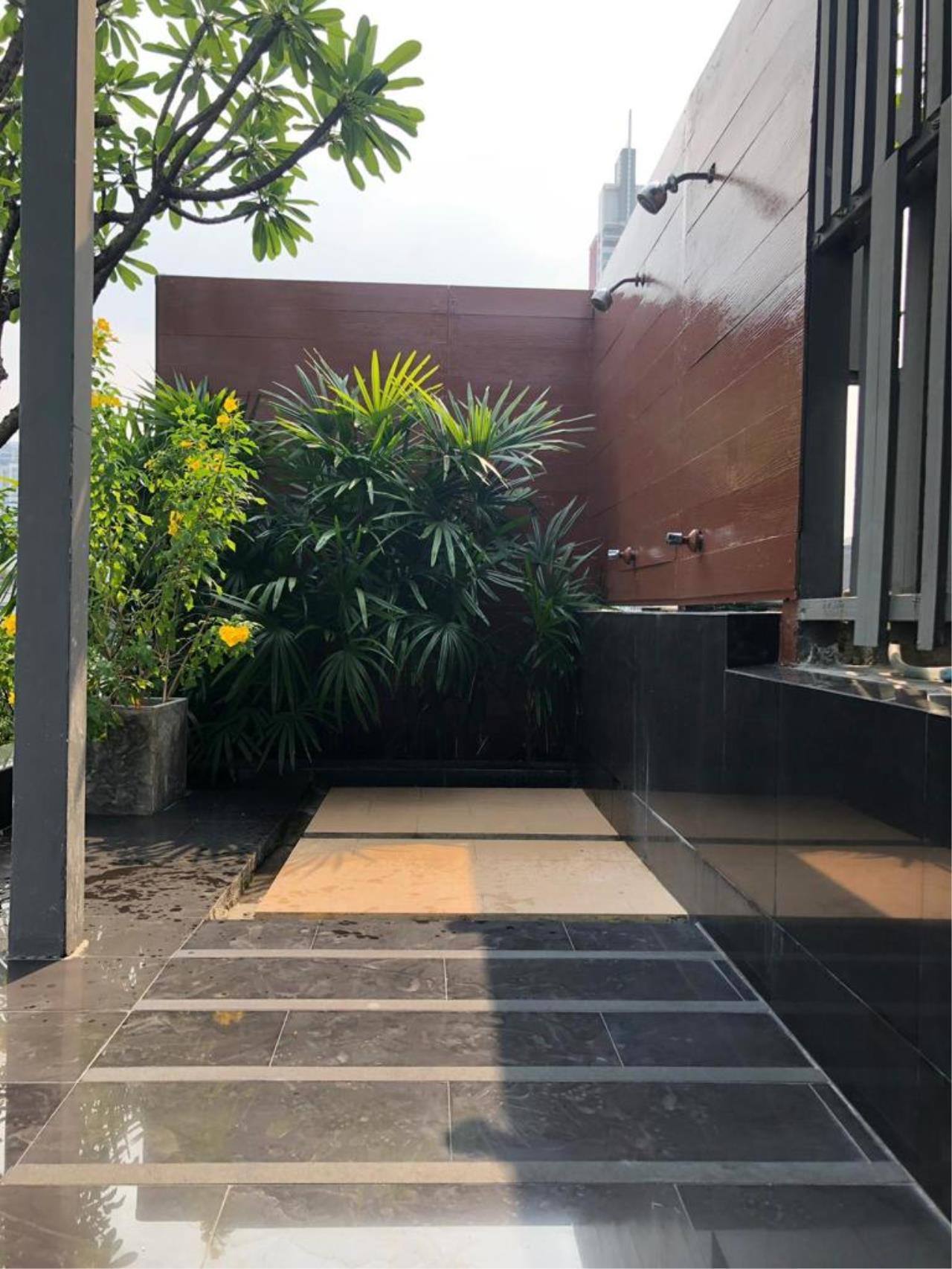 Bangkok Living Home Agency's SOCIO REFERENCE 61 10