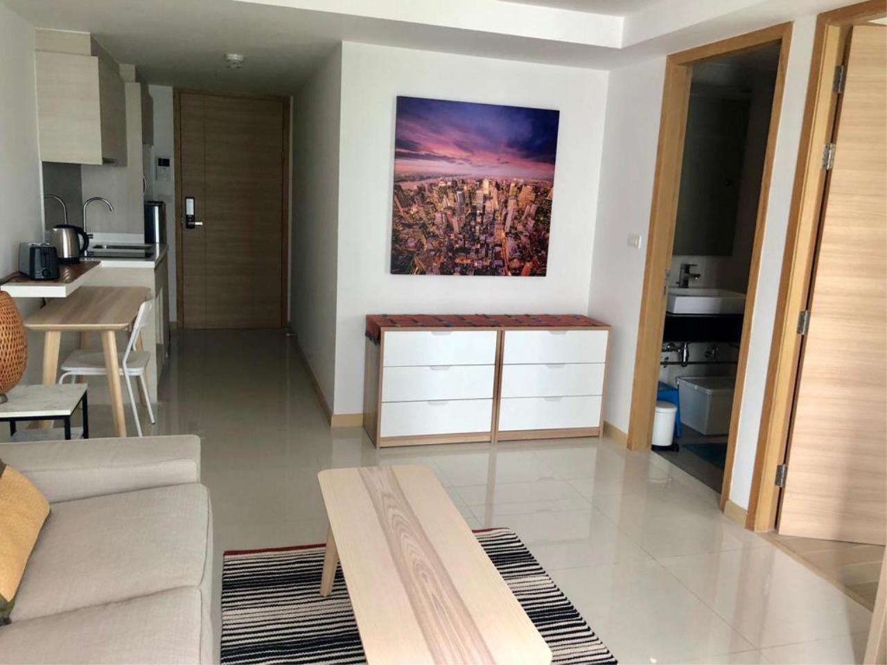 Bangkok Living Home Agency's SOCIO REFERENCE 61 17