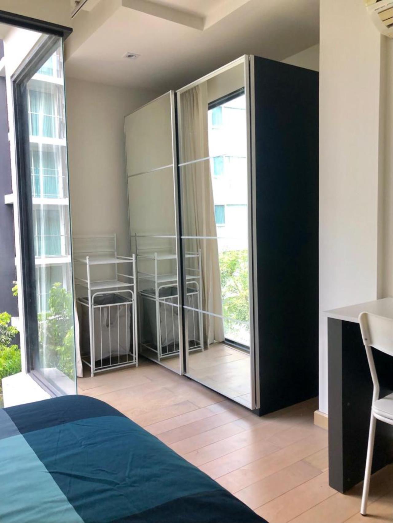 Bangkok Living Home Agency's SOCIO REFERENCE 61 8