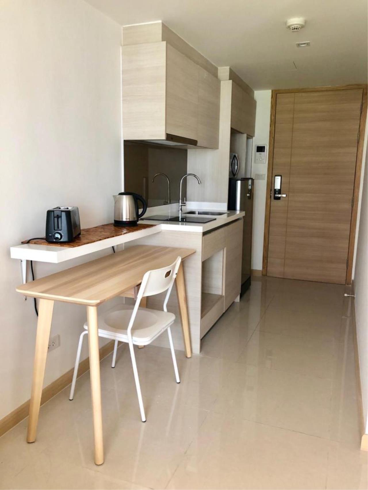 Bangkok Living Home Agency's SOCIO REFERENCE 61 12