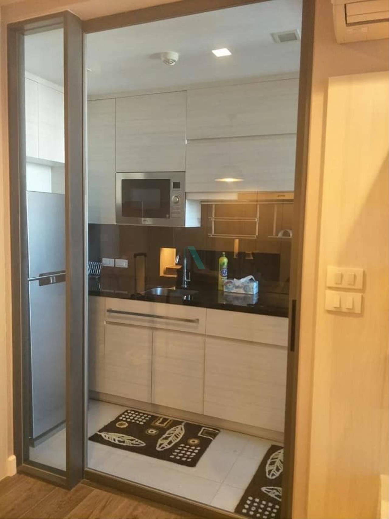 NOPPON REAL ESTATE CO.,LTD.  Agency's For rent The Room Sukhumvit 40 1 bedroom 8th floor near BTS Ekkamai. 3