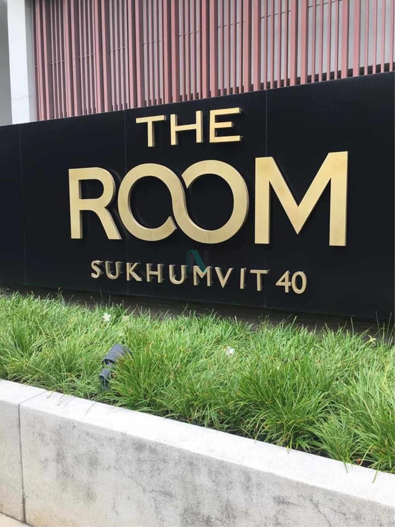 NOPPON REAL ESTATE CO.,LTD.  Agency's For rent The Room Sukhumvit 40 1 bedroom 8th floor near BTS Ekkamai. 8