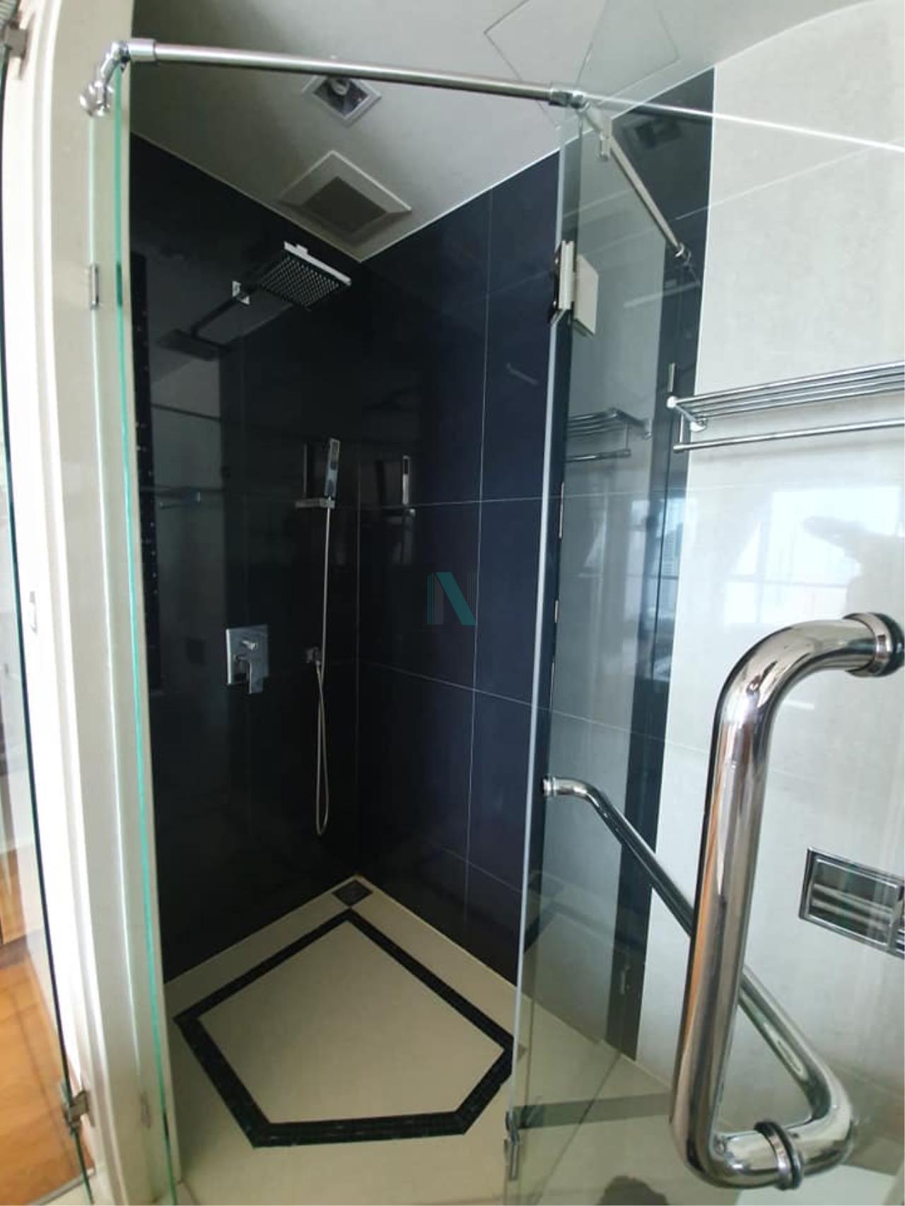 NOPPON REAL ESTATE CO.,LTD. Agency's For rent The Address Sathorn 1 bedroom 35th floor near BTS Chong Nonsi. 5