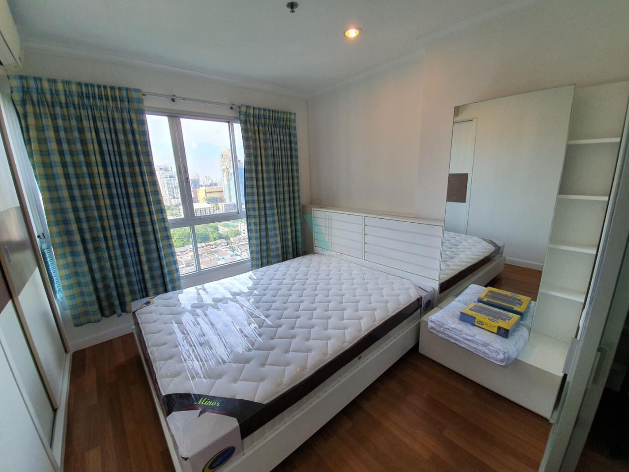 NOPPON REAL ESTATE CO.,LTD.  Agency's For rent Lumpini Place Rama 4 - Kluaynamthai 1 bedroom 24th floor near BTS Ekkamai. 7