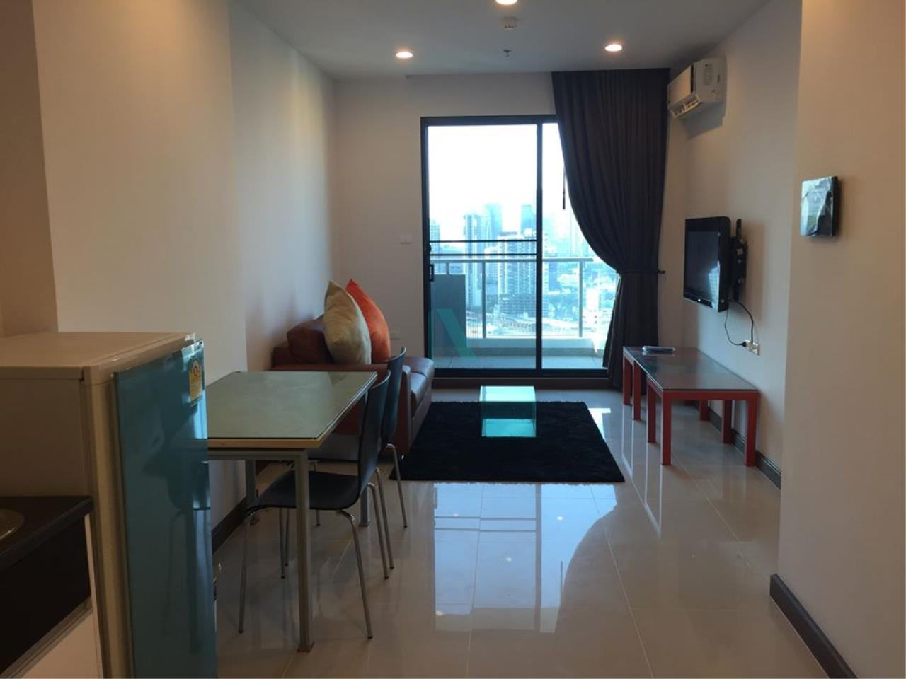 NOPPON REAL ESTATE CO.,LTD.  Agency's For rent Supalai Premier at Asoke 1 bedroom 28th floor near MRT Phetchaburi. 1