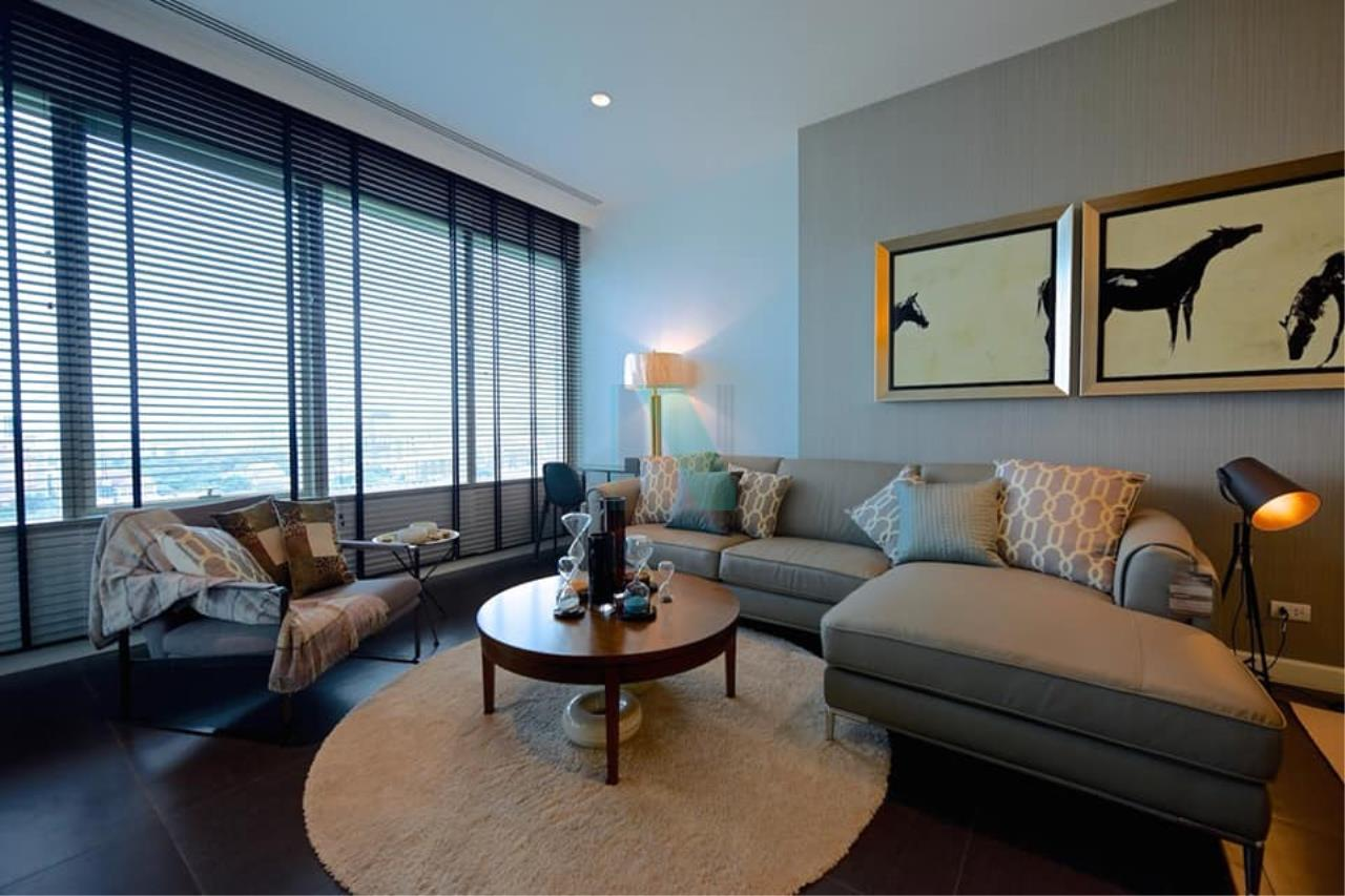 NOPPON REAL ESTATE CO.,LTD.  Agency's For rent 185 Rajadamri, 2 bedrooms, 19th floor, near BTS Ratchadamri. 1