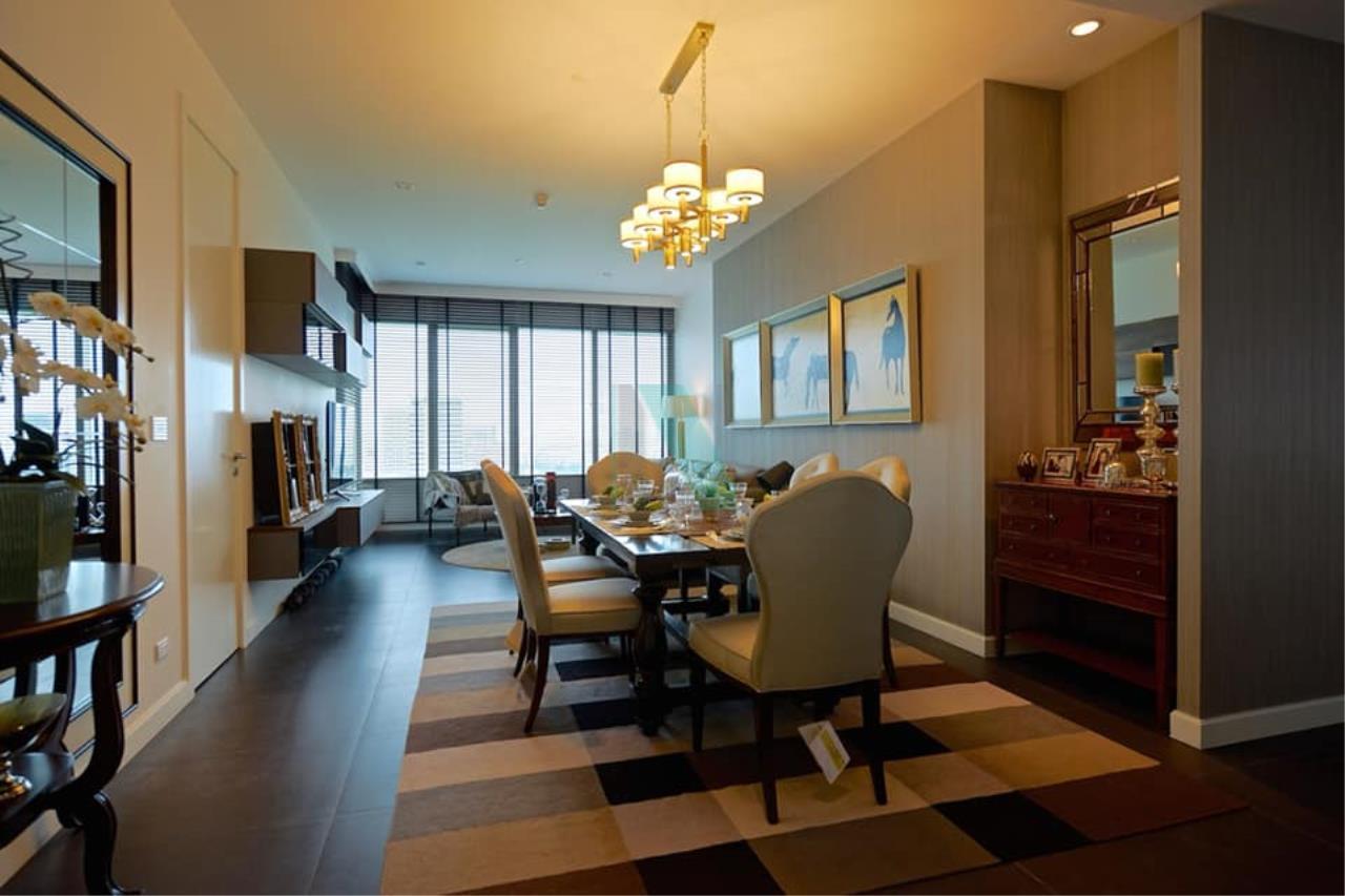 NOPPON REAL ESTATE CO.,LTD.  Agency's For rent 185 Rajadamri, 2 bedrooms, 19th floor, near BTS Ratchadamri. 2