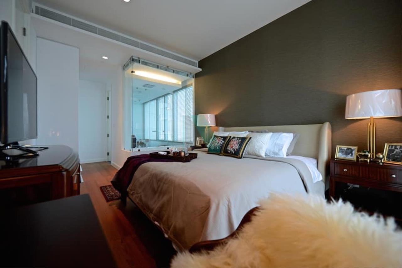 NOPPON REAL ESTATE CO.,LTD.  Agency's For rent 185 Rajadamri, 2 bedrooms, 19th floor, near BTS Ratchadamri. 4