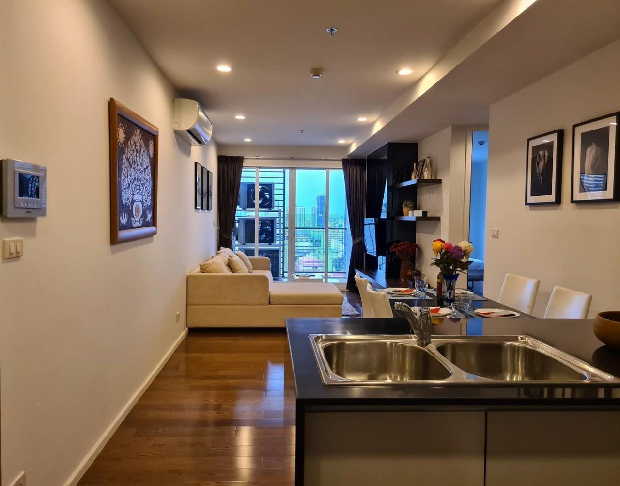 NOPPON REAL ESTATE CO.,LTD. Agency's For rent 15 Sukhumvit Residences 2 bedrooms, 20 floor, near BTS Nana. 3