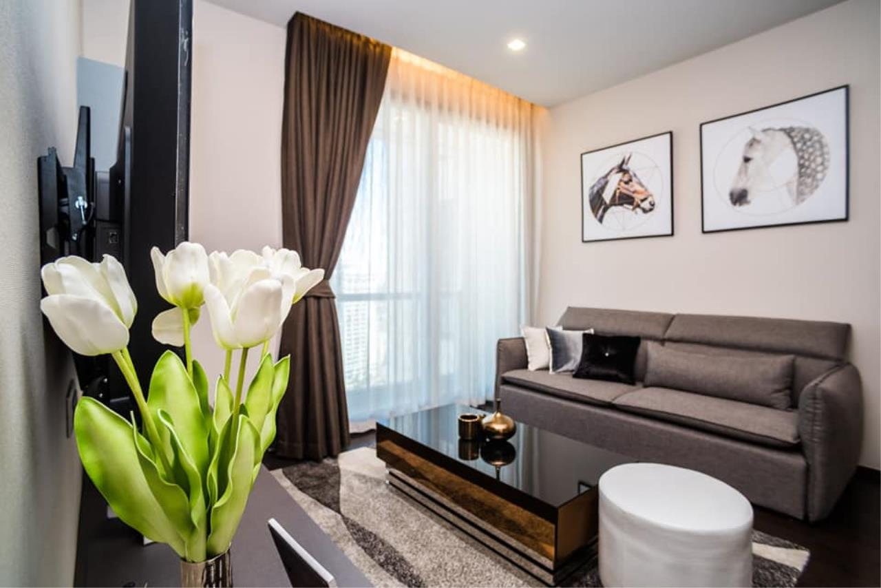 Agent Thawanrat Agency's Condo for rental THE XXXIX SUKHUMVIT 39 Near BTS.Phrom Phong. 1 bedroom,1 bathroom. size 55 sqm.Floor 19 th. fully furnished Ready to move in 5