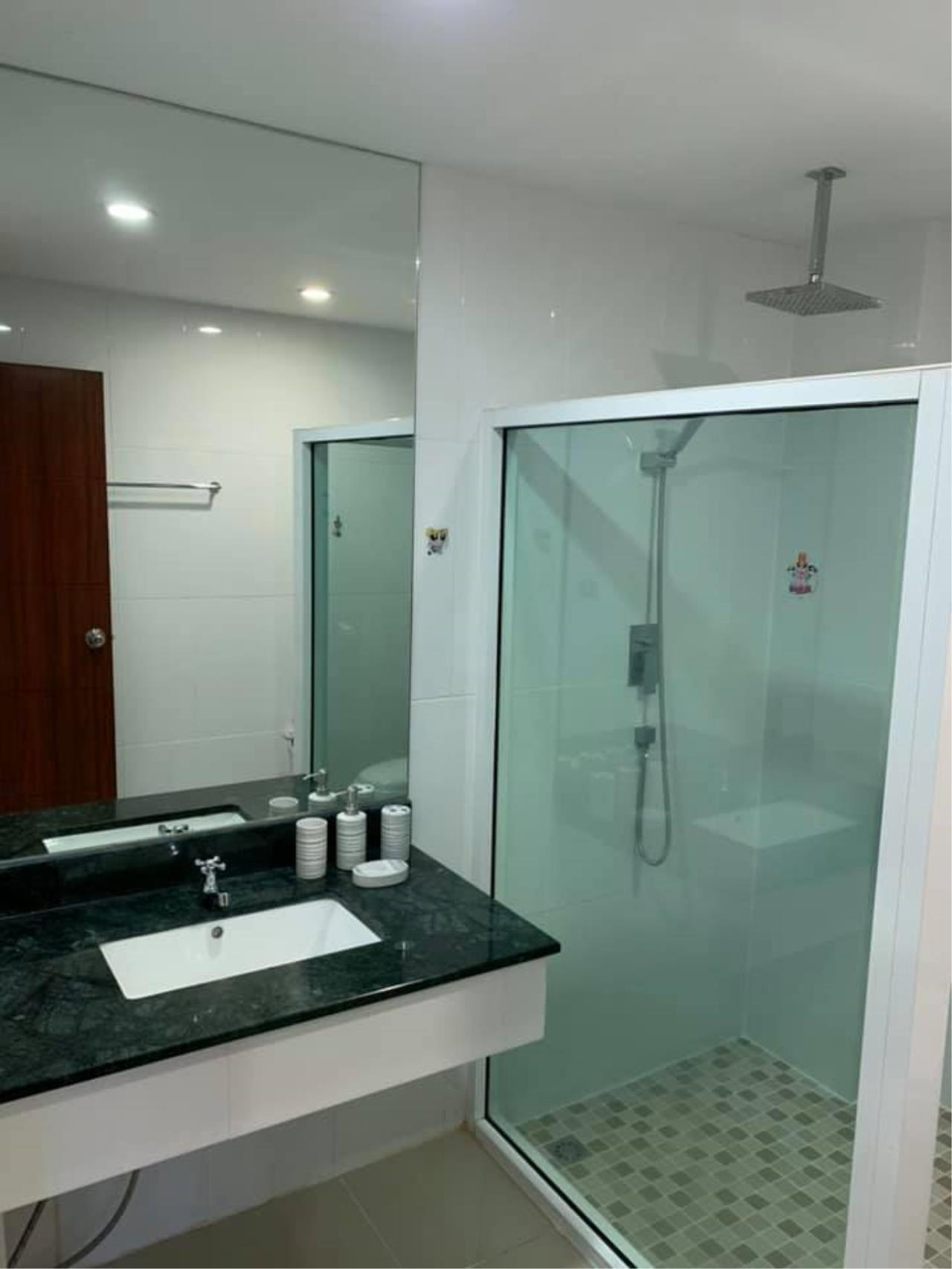 Agent Thawanrat Agency's Condo for rental TOURMALINE GOLD SATHORN – TAKSIN Near BTS.Krung Thon Buri. 1 bedroom,1 bathroom. size 40 sqm.Floor 10 th. fully furnished Ready to move in 14