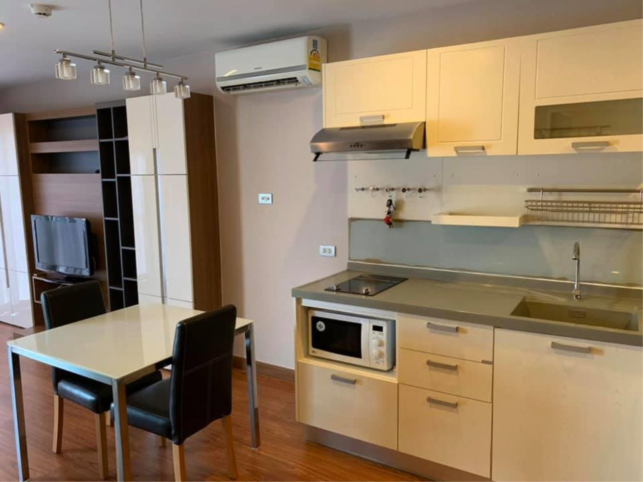 Agent Thawanrat Agency's Condo for rental TOURMALINE GOLD SATHORN – TAKSIN Near BTS.Krung Thon Buri. 1 bedroom,1 bathroom. size 40 sqm.Floor 10 th. fully furnished Ready to move in 1