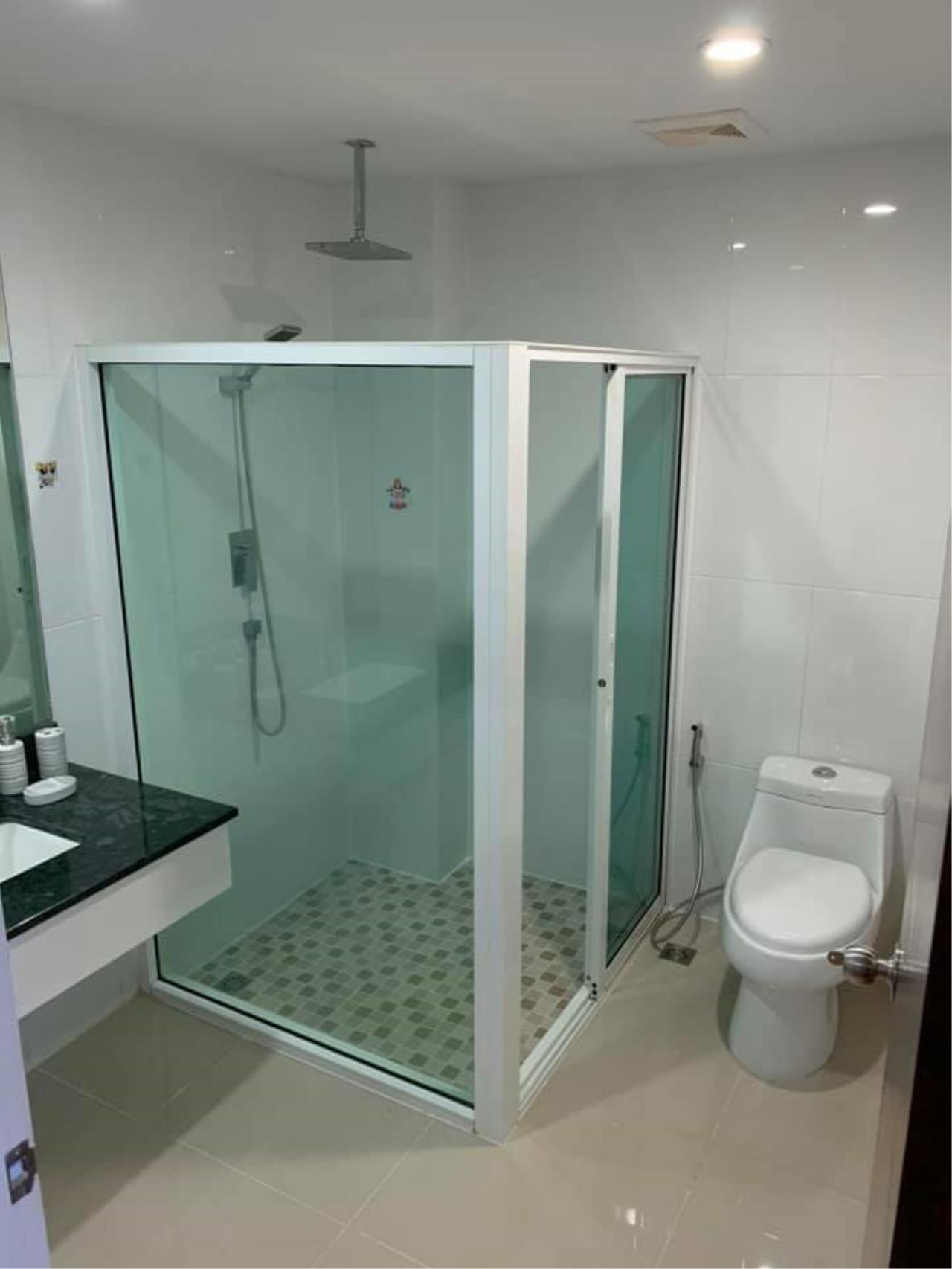 Agent Thawanrat Agency's Condo for rental TOURMALINE GOLD SATHORN – TAKSIN Near BTS.Krung Thon Buri. 1 bedroom,1 bathroom. size 40 sqm.Floor 10 th. fully furnished Ready to move in 15