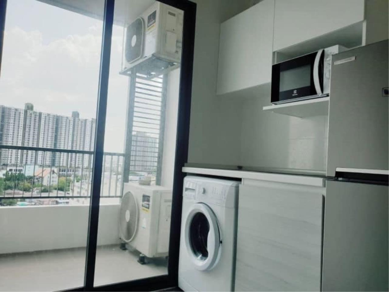 Agent Thawanrat Agency's Condo for rental Metro Sky Bangsue-Prachachuen Near BTS.Bang Son 1 bedroom,1 bathroom. size 36 sqm.Floor 12 th. fully furnished Ready to move in 2