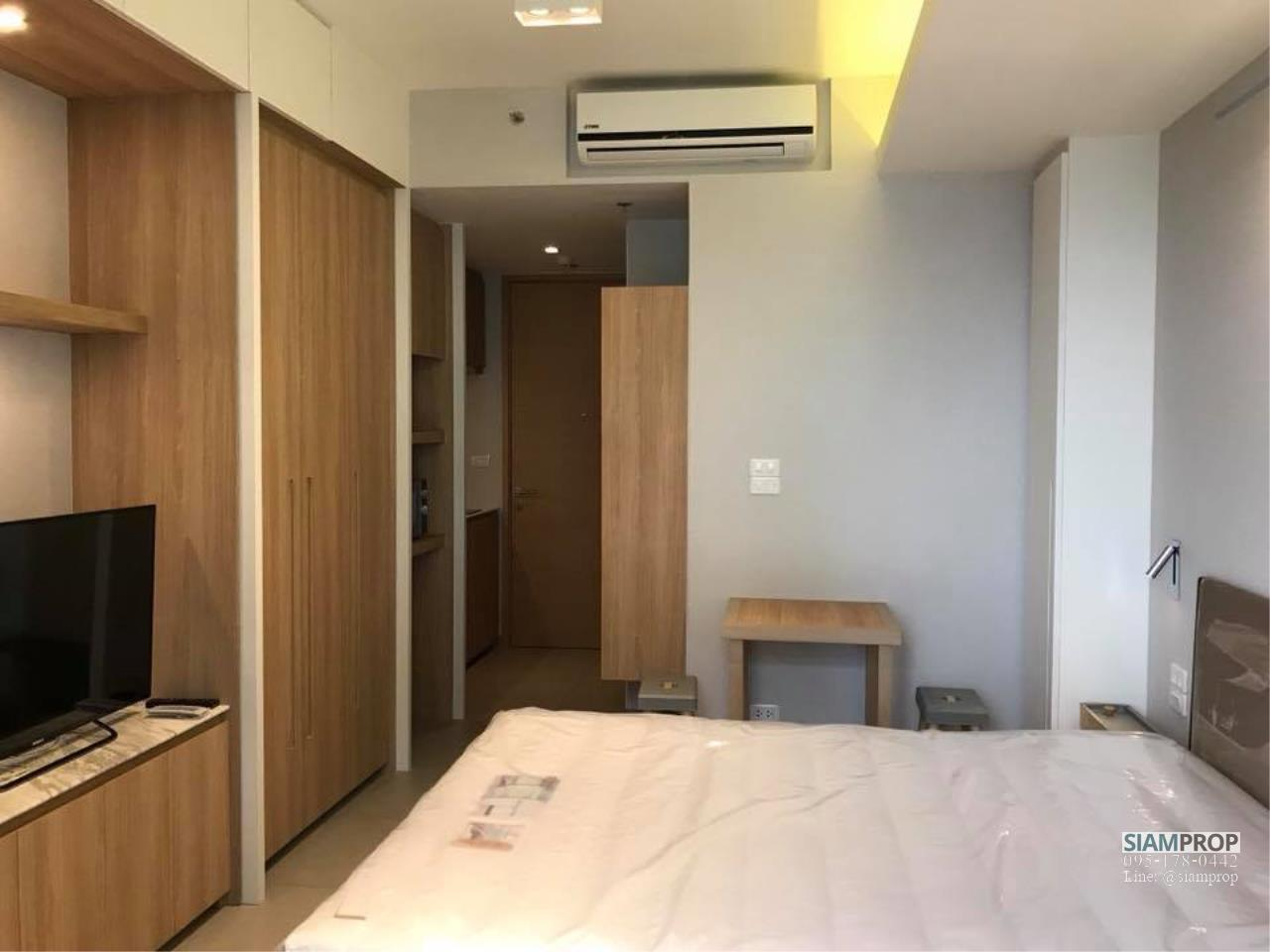 Siam Prop Agency's The Lofts Ekamai, Studio  for rent very close to BTS 6