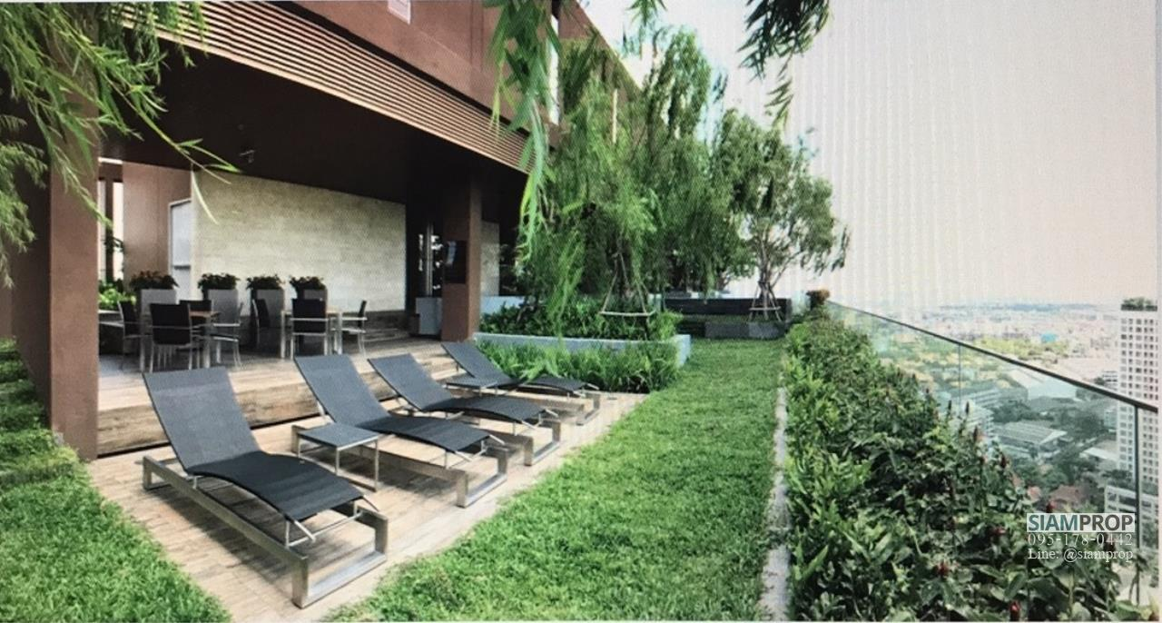 Siam Prop Agency's The Lofts Ekamai, Nice  studio for rent very close to BTS 10