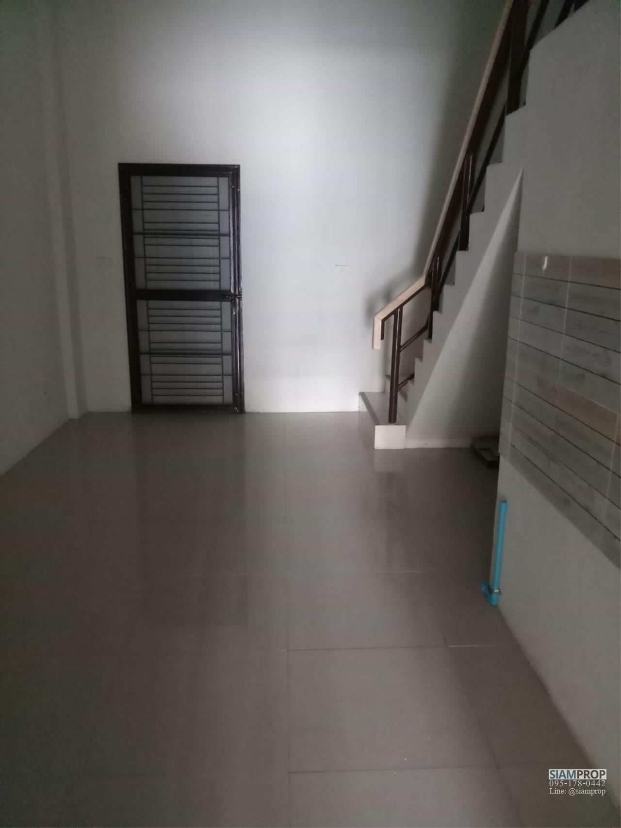 Siam Prop Agency's Golden City 4