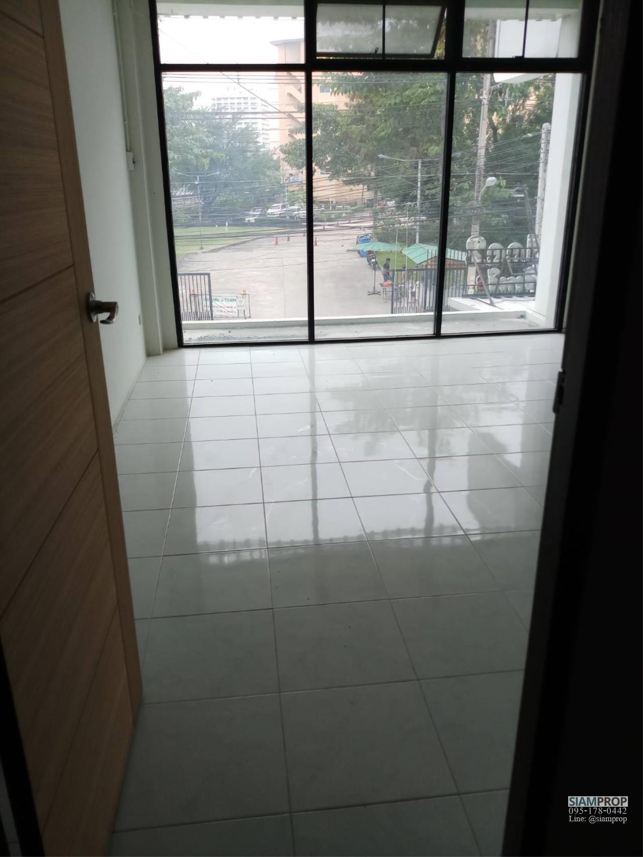 Siam Prop Agency's Golden City 6
