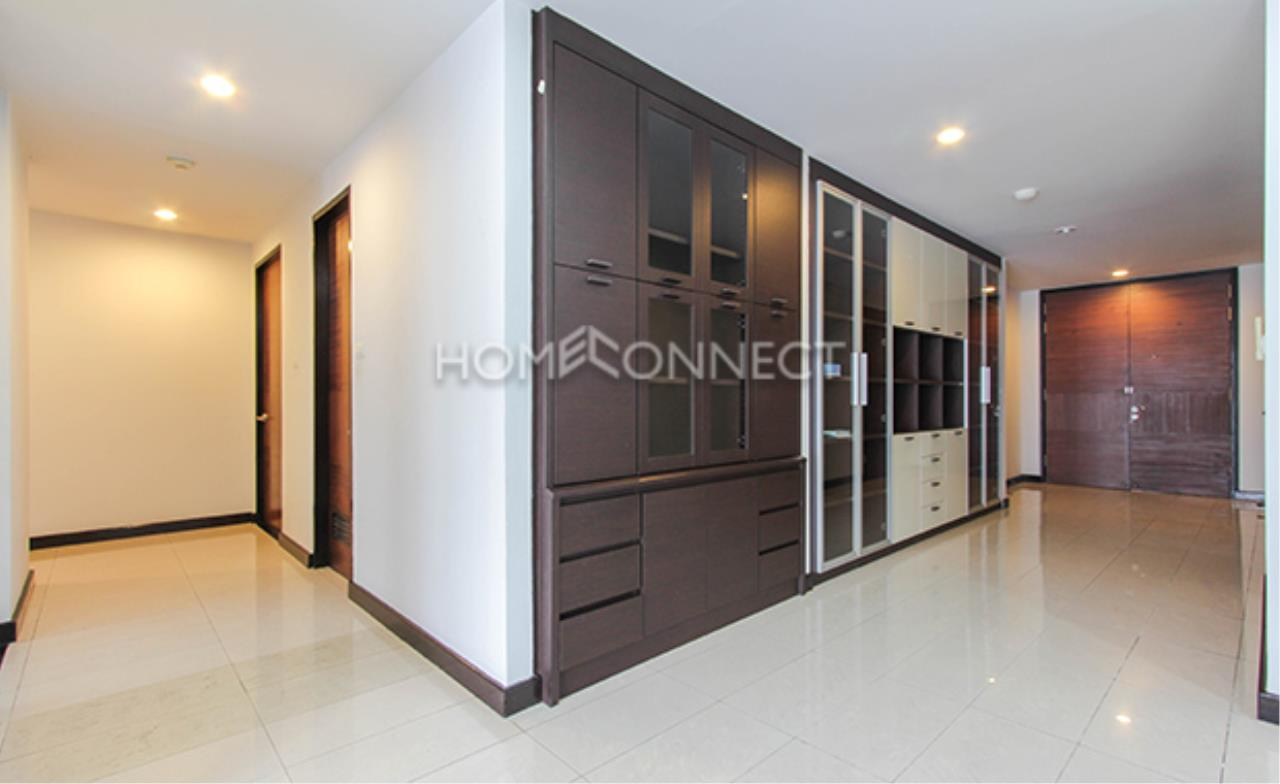Home Connect Thailand Agency's Avenue 61 Condominium for Rent 11