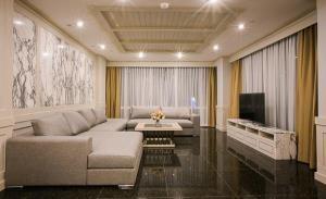 Le Raffine Sukhumvit 31 Condominium for Rent
