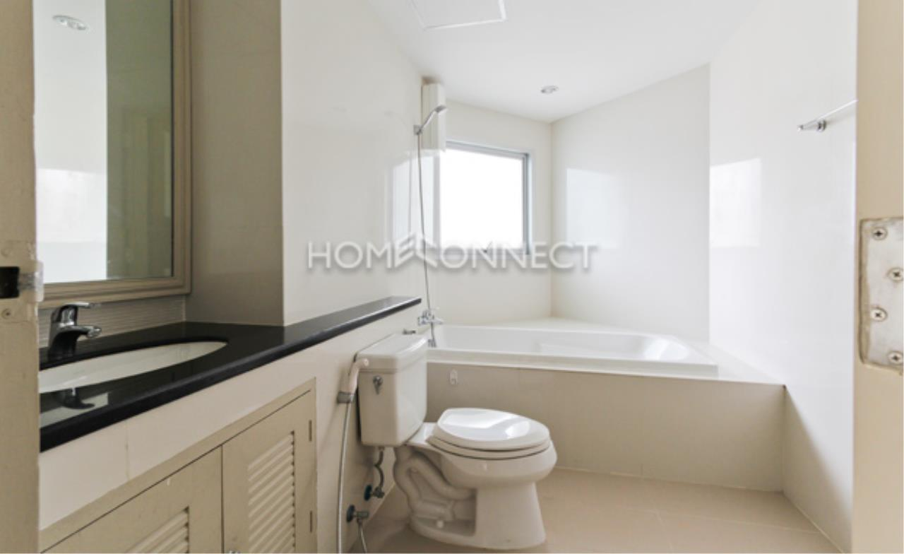 Home Connect Thailand Agency's P. W. T Mansion Apartment for Rent 5
