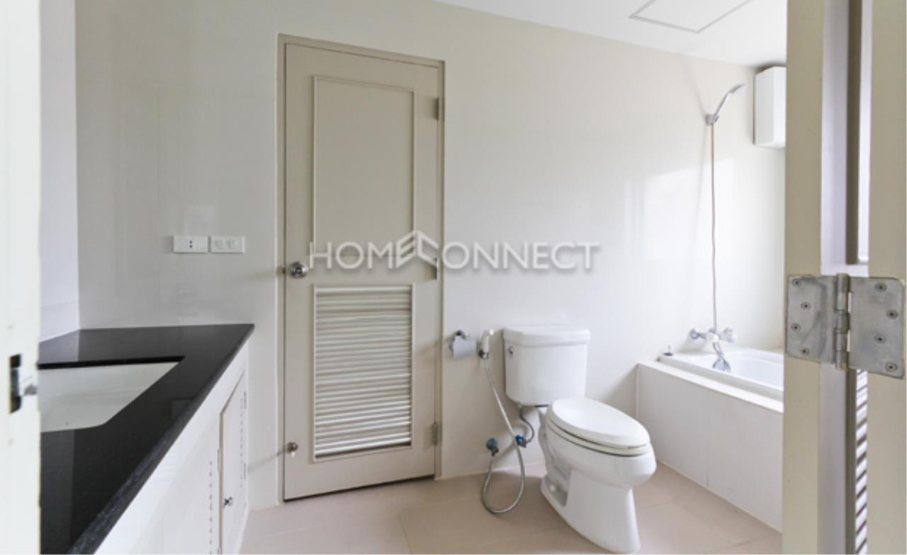 Home Connect Thailand Agency's P. W. T Mansion Apartment for Rent 4