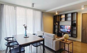 Maestro 02 Residence Condominium for Rent
