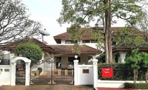 Lakeside Villa II House for Rent
