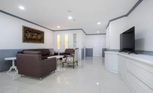 Fifty-Fifth Tower Condominium for Rent