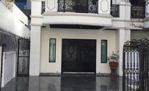 Townhouse in Sukhumvit 27 for Sale/Rent