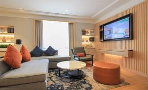 Holiday Inn Bangkok Serviced Apartment for Rent
